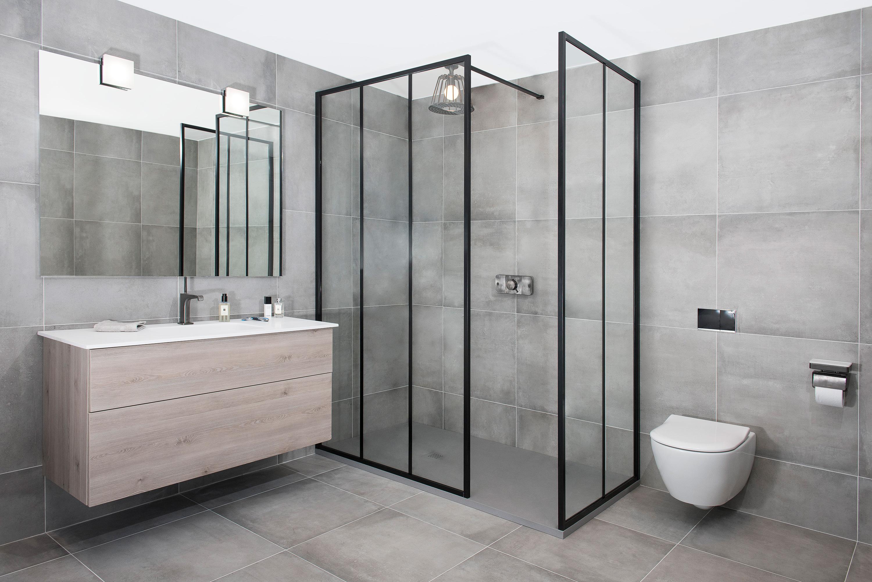 Drench douchescherm in mat zwart met verticale lijnen stone company
